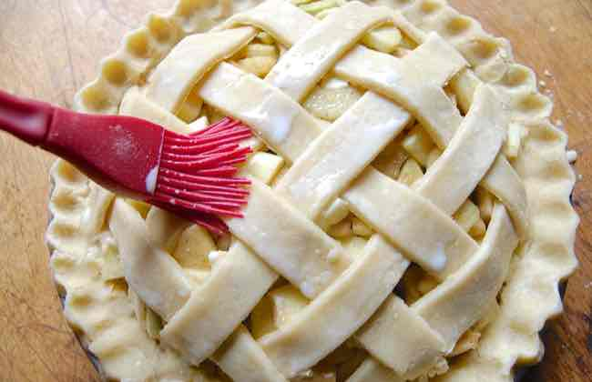 Topping pie crust: the perfect finish
